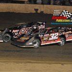 #32 Bobby Pierce attempts to overtake #0 Scott Bloomquist